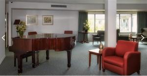 arcare-epping-lounge-piano
